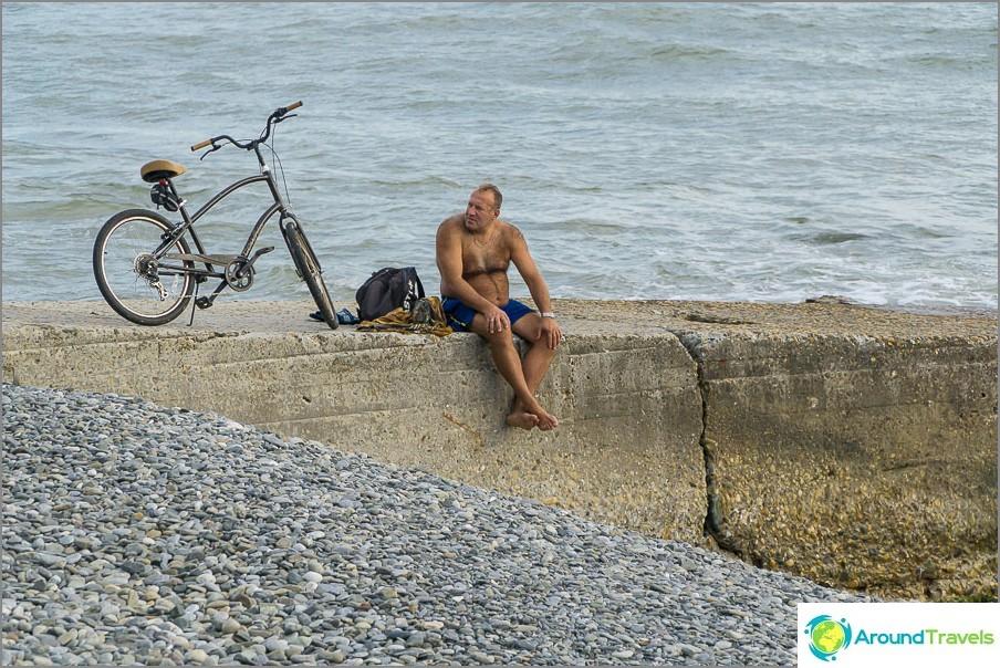 Карайте колело, ходете на плуване, ходете на туризъм