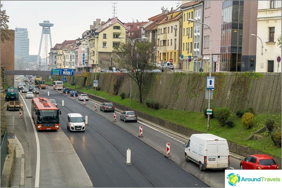 Bratislavan katu, joka johtaa SPS-siltaan