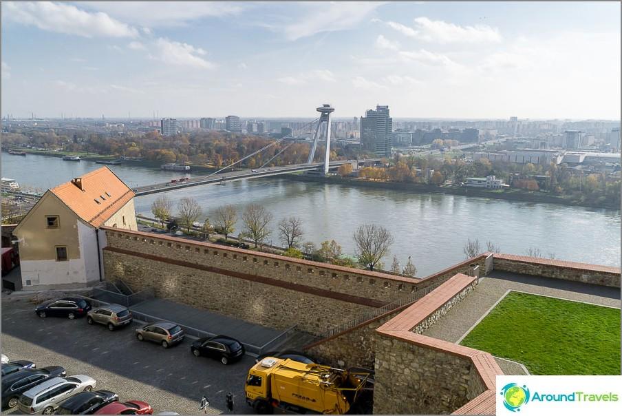 Näkymä siltaan Bratislavan linnasta