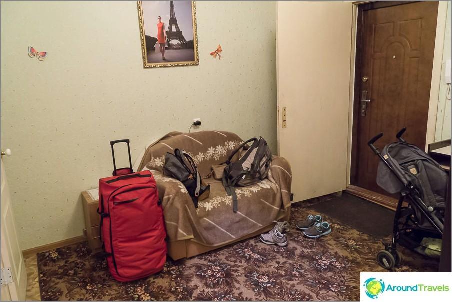 Käytävässä on taitettava sohva
