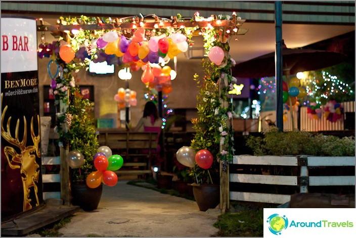 Joulukoristeet kahvilassa, Thaimaa