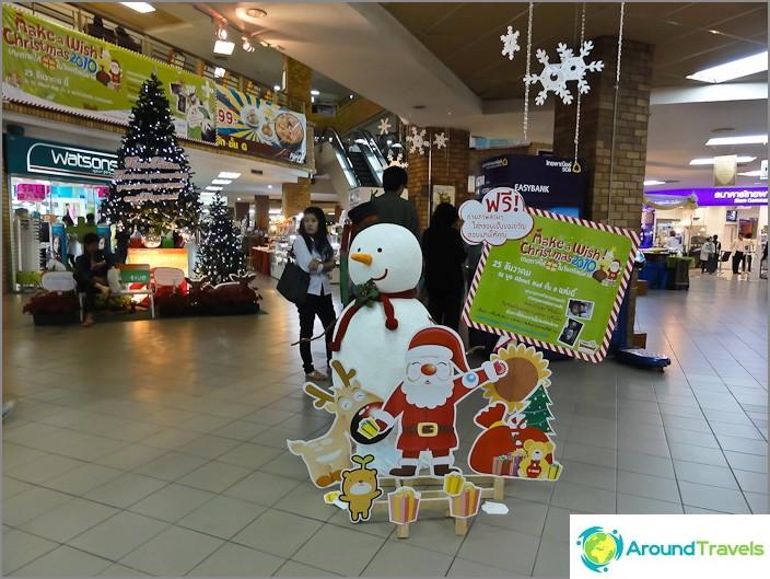Et tapaa lumiukkoa usein joulupukin kanssa Thaimaassa
