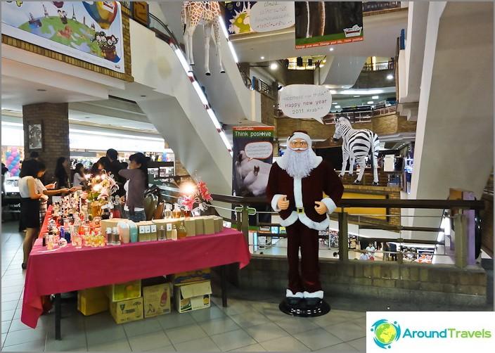 Joulupukki Thaimaan ostoskeskuksessa