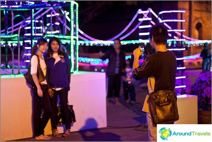 Thaimaalaiset rakastavat valokuvausta ja tällaisten veistosten taustaa