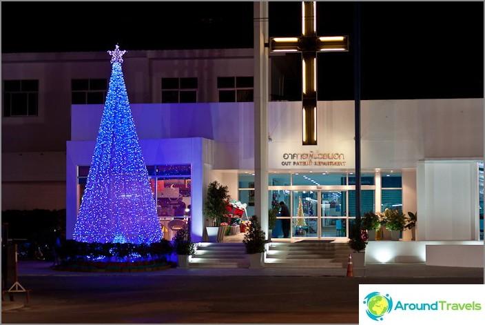 Illalla siitä tulee pieni sininen joulukuusi