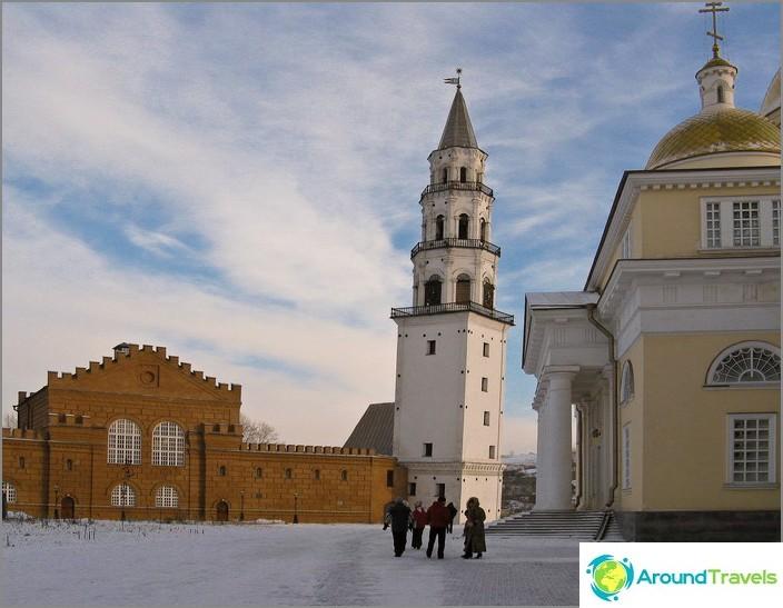Nevyanskin kalteva torni.