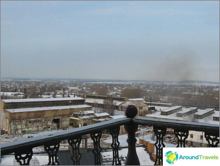 Näkymä Nevyanskille kaltevalta tornilta