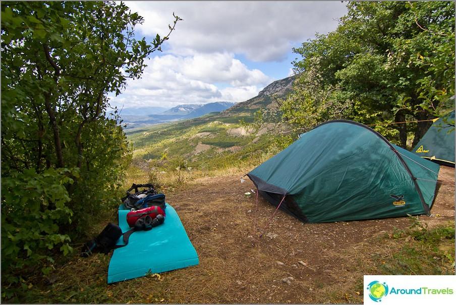 Chigenitra-parkkipaikka vuoristo- ja merinäköalalla