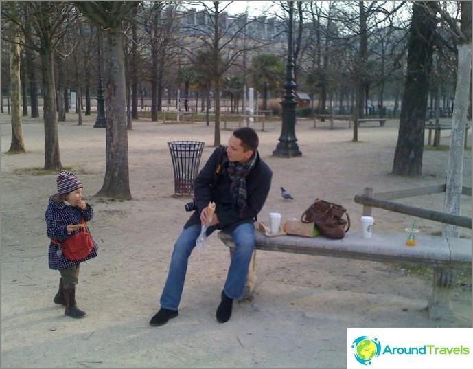 aamiainen Tuileries-puutarhassa