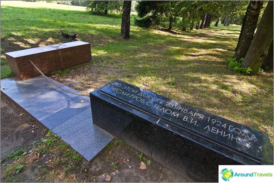 Kivimuistit, jotka osoittavat muistomerkkikujan