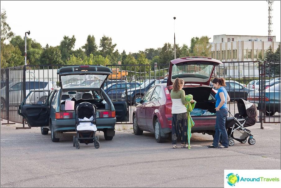 Pakattu parkkipaikalle