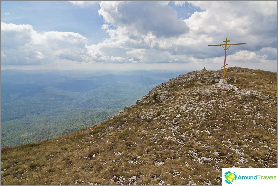 Eklizi-Burun-vuori ja siinä oleva risti