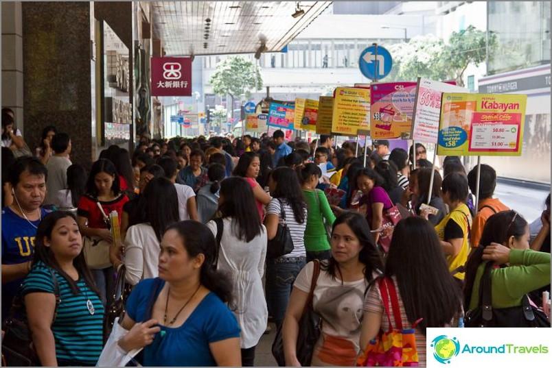 Filippiiniläiset viettävät aikaa täällä, etsivät todennäköisesti työtä