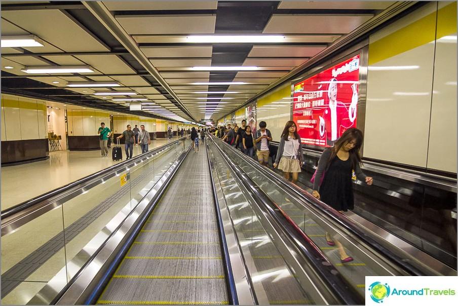 Matkustajat kaikissa pitkissä tunneleissa