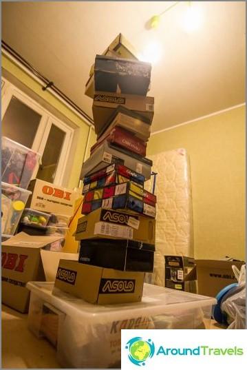 Yksi kenkälaatikko laatikoita