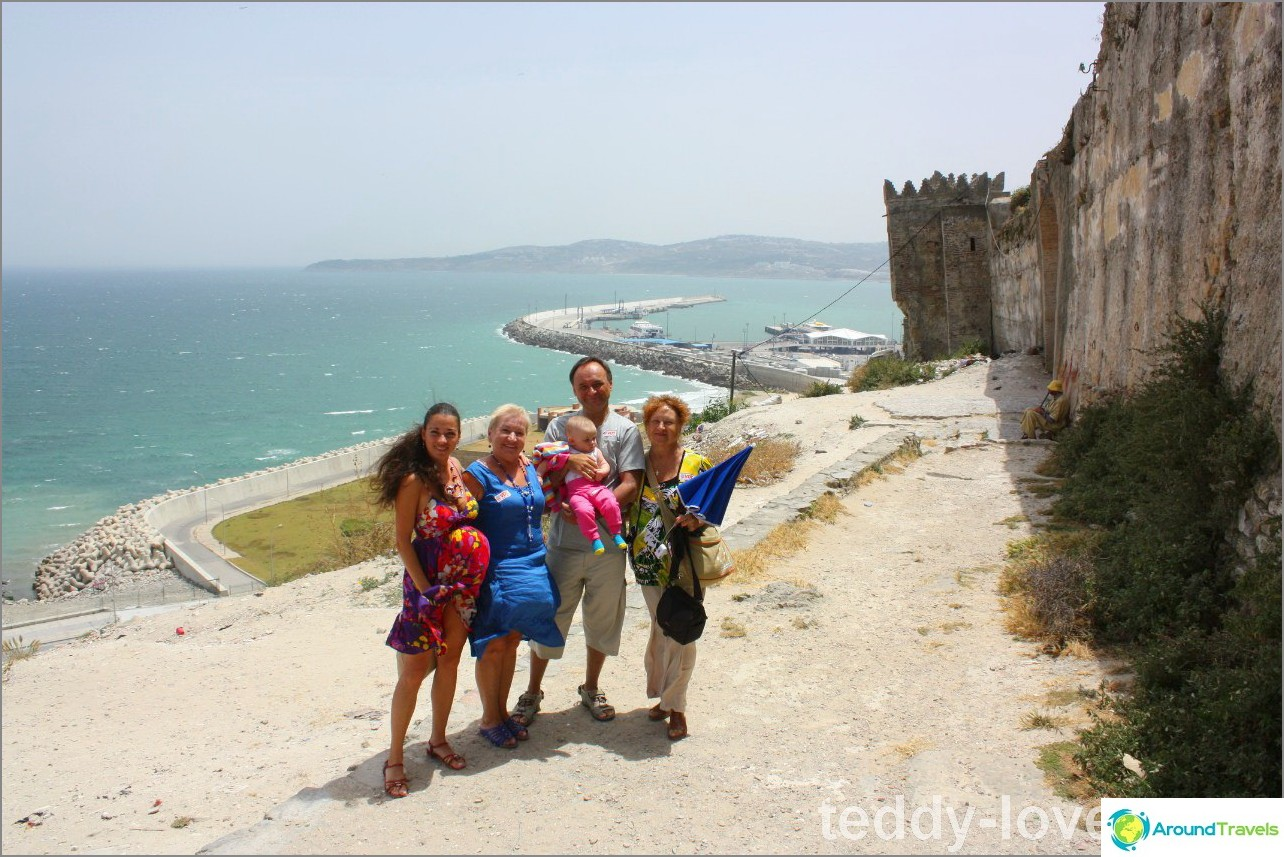 Kävimme perheenä Espanjasta Marokkoon päiväksi - puolitoista tuntia lautalla penniäkään!