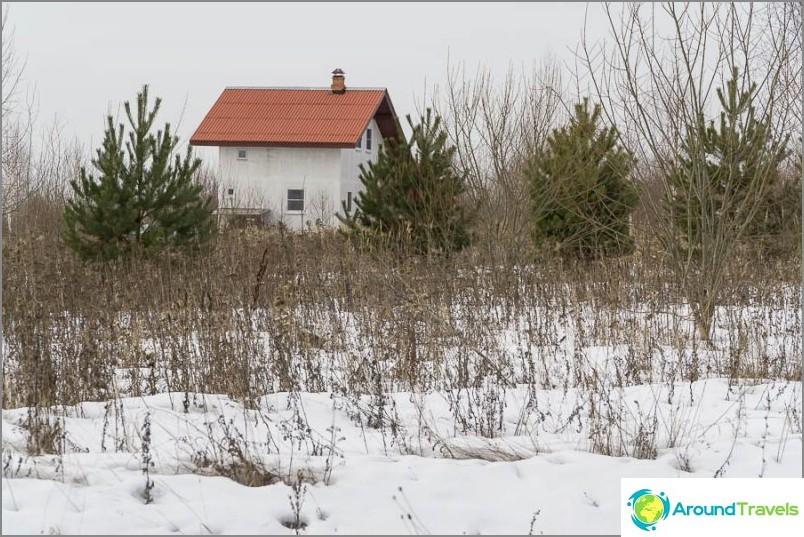 Talot ovat täysin erilaisia, on mökkejä, mutta on myös hyvin pieniä, mukaan lukien joitain Adobe
