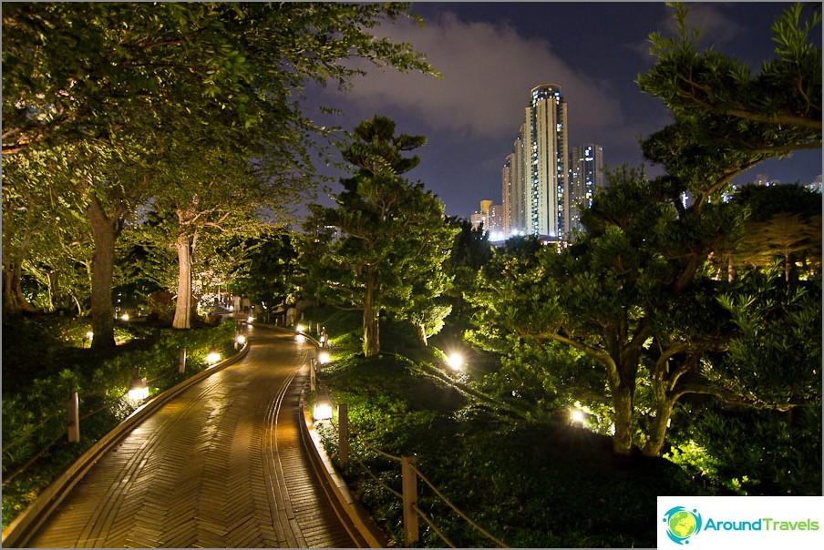 Nan Lin Garden - kaunis keidas betonin keskuudessa