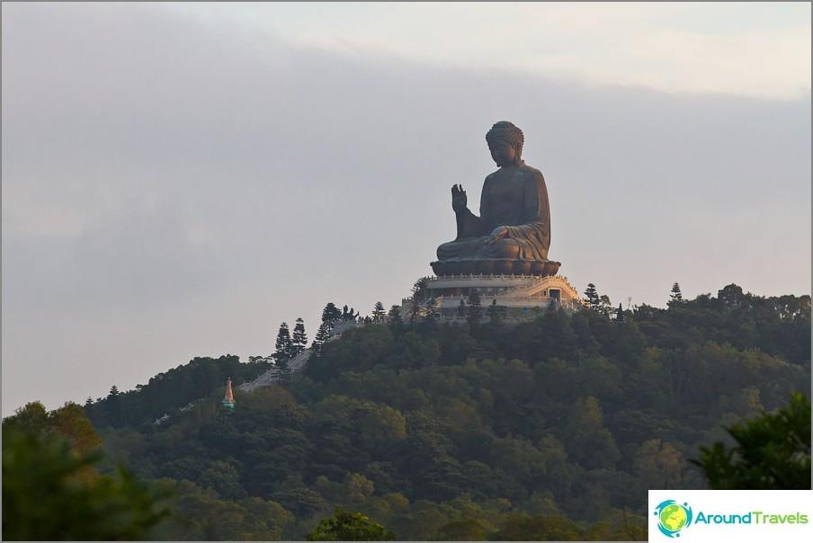 Iso buddha lantau saarella
