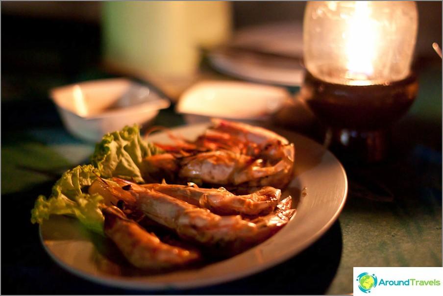 Katkarapuhirviöt - lautanen 300 bahtia
