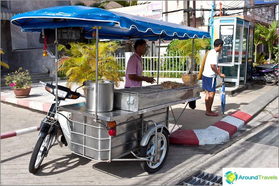 Ruoka Thaimaassa pyörillä