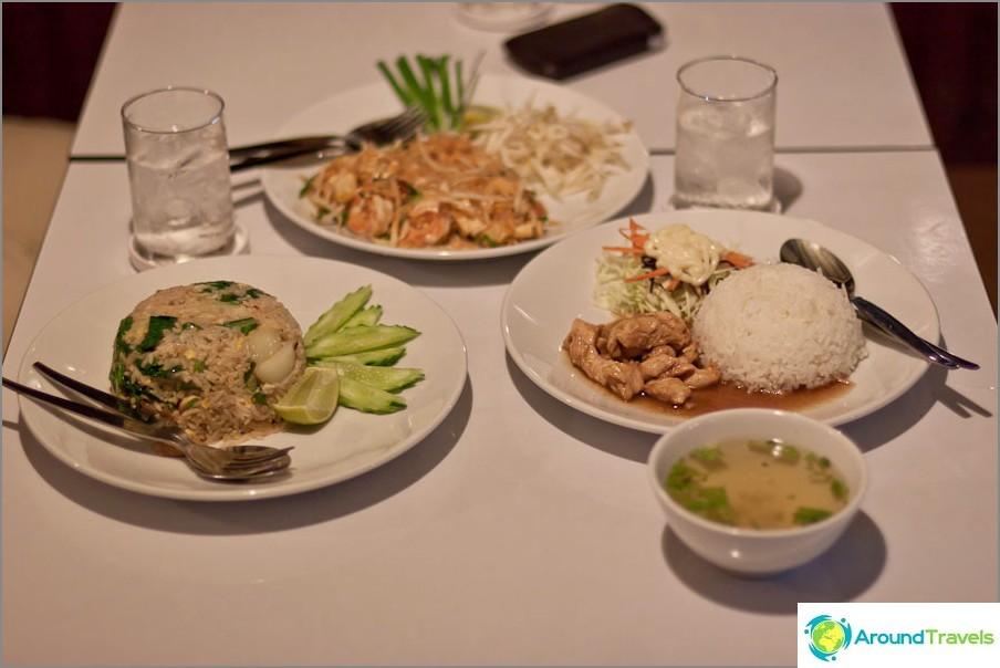 Tavallinen ruoka Thaimaassa