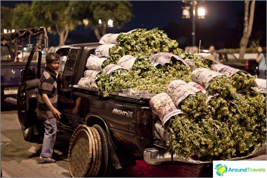 Тайландските фермери донесоха малко зеленина