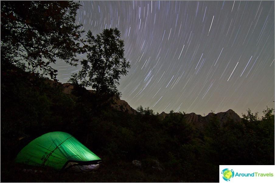 Kuinka kuvata tähtitaivasta - taivaan kierto. ISO400, 11 mm, f5, 1793sek