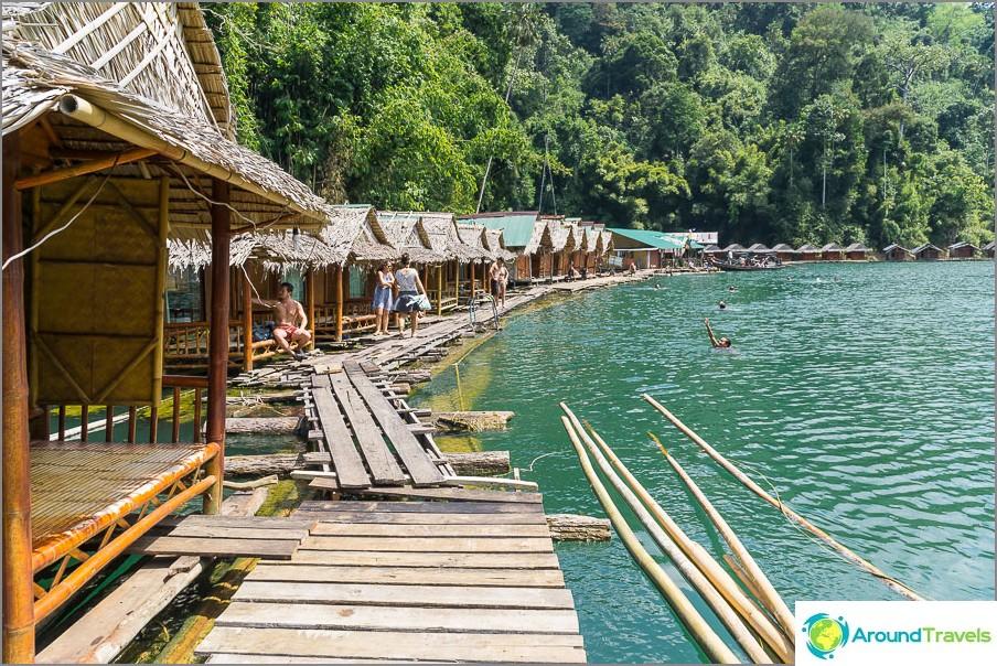 Vesitaloja Cheo Lan -järvellä