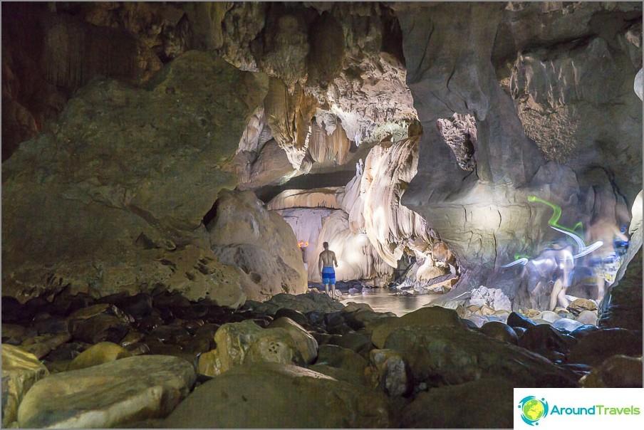 Luolassa ei ollut melkein kuvia, he kävelivät liian nopeasti