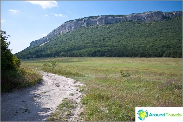 Näkymä Yuzik-Khayan kallioille. Krimin.