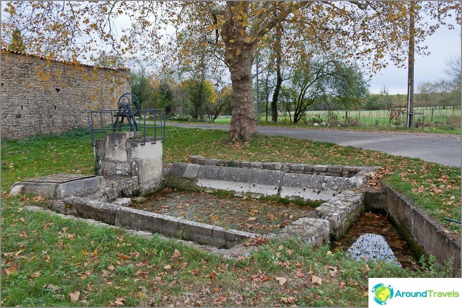 Местните жители се грижат за всички древни места в околността
