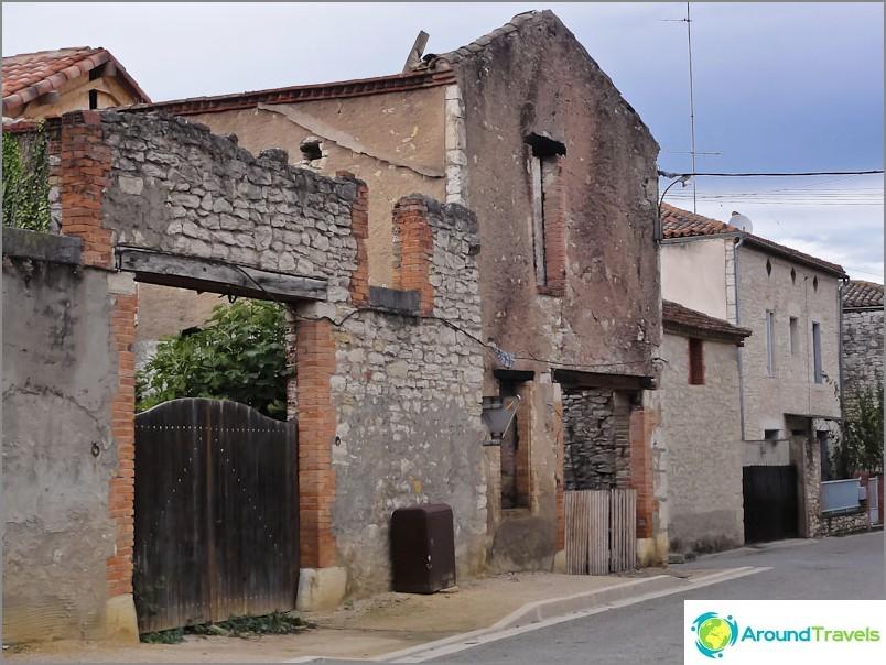 От старата къща остави една стена