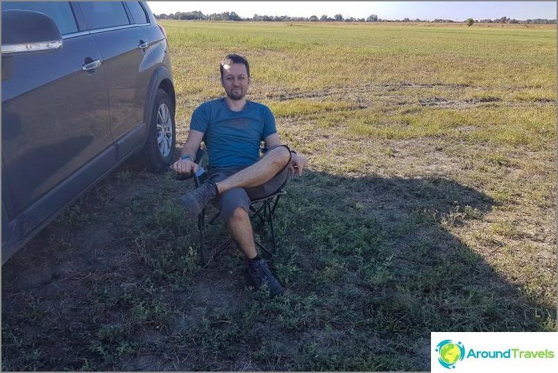 Työskentelemme pelloilla. Kuten sanonta kuuluu, bloggaaja istuu, työ jatkuu :)