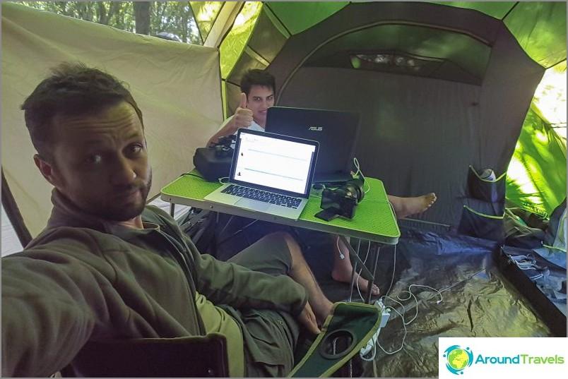 Vielä 2 päivän ajan pysähdyimme pesukarhun leirintäalueelle, josta he myös lähtivät vähän