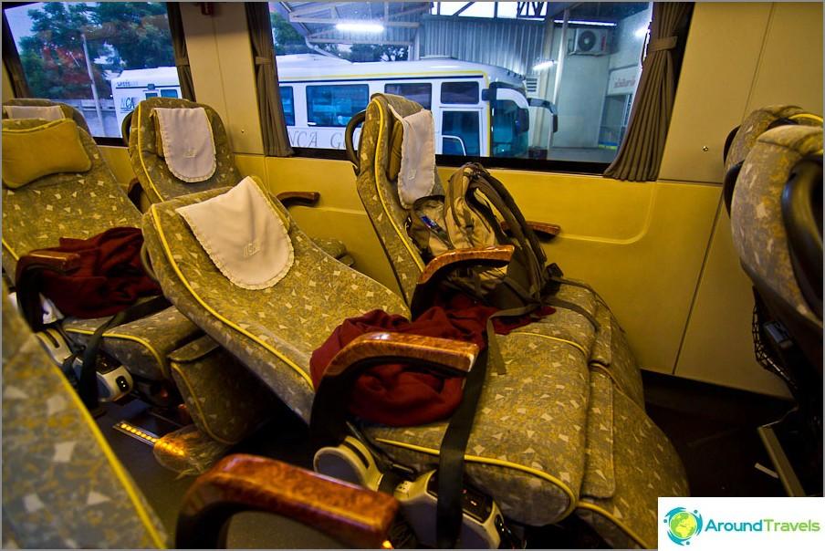 Ensimmäisen luokan Bangkok - Chiang Mai maksaa edelleen 650 bahtia