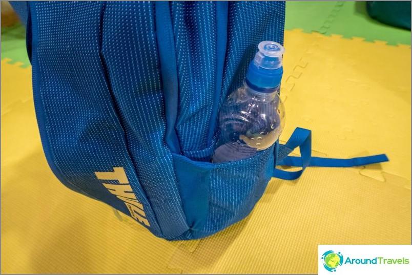Reunojen reunassa taskut vesipulloa varten
