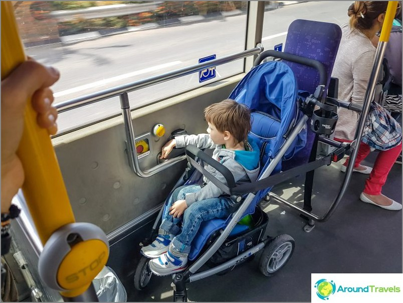 Ajamme bussilla Haifassa