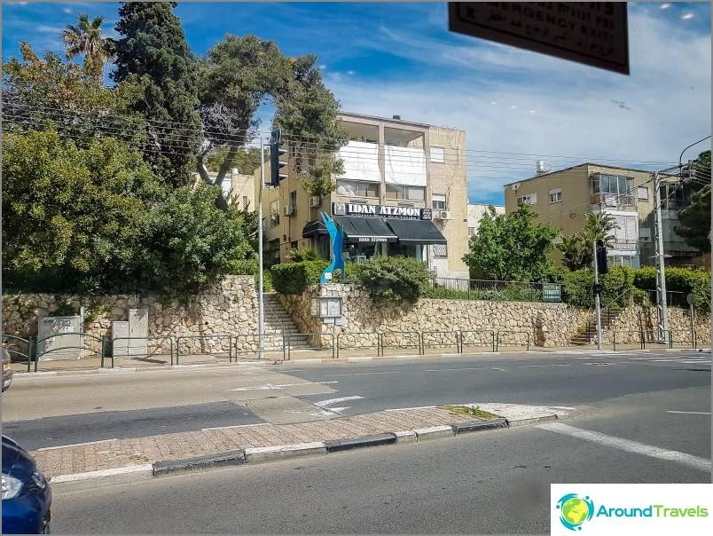 Haifan yläosassa on paljon portaita