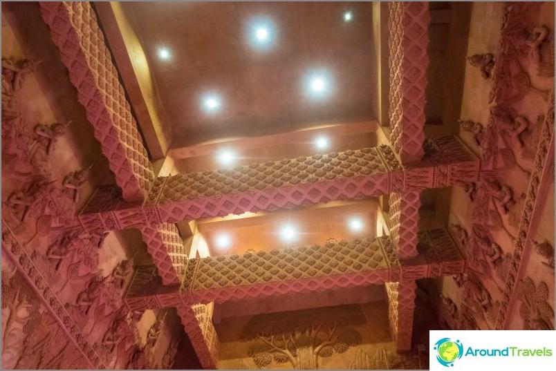 Punainen temppeli Koh Samuilla ja ensimmäinen turisti - uskomattomien tarinoiden aika