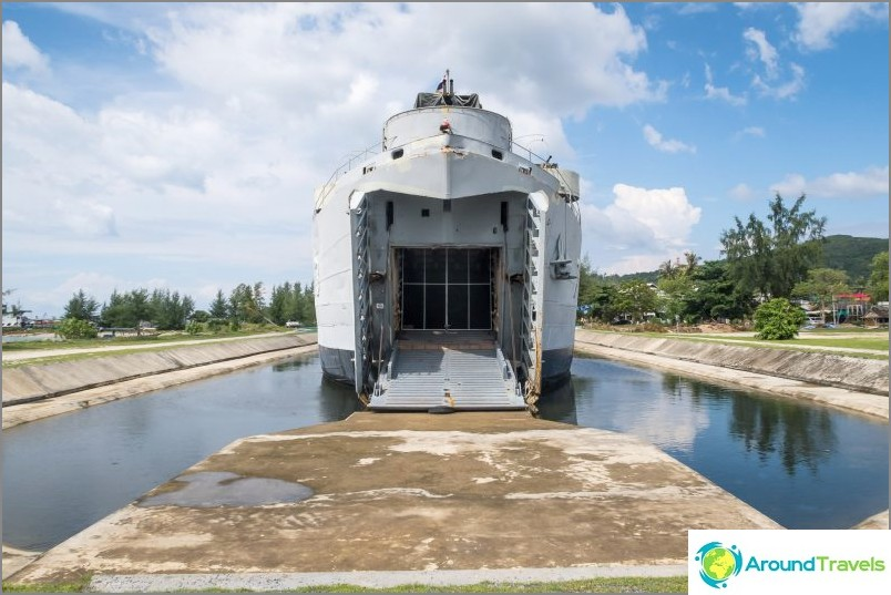 Laskeutuva Phangan - entinen kuninkaallisen laivaston sotalaiva