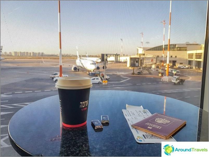 Perinteinen kahvi lentokentällä