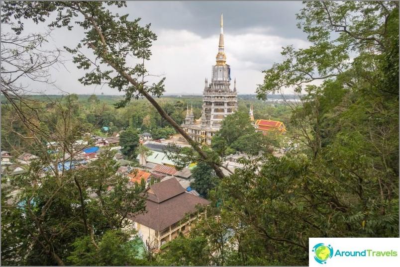 Haluan muistuttaa teitä, että tämän pagodin korkeus on 90 metriä, ja tämä on vasta alkua nousulle