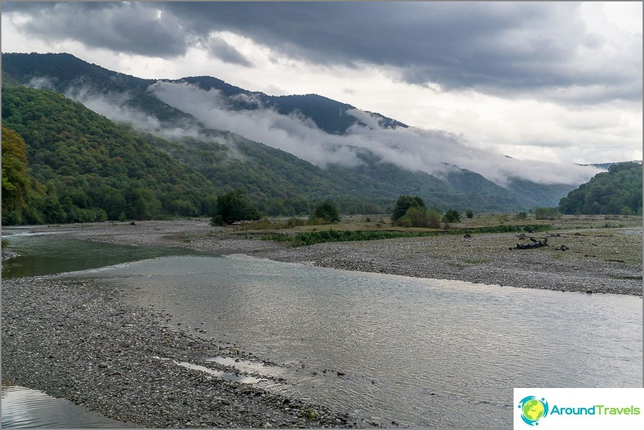 Планини край Лазаревски