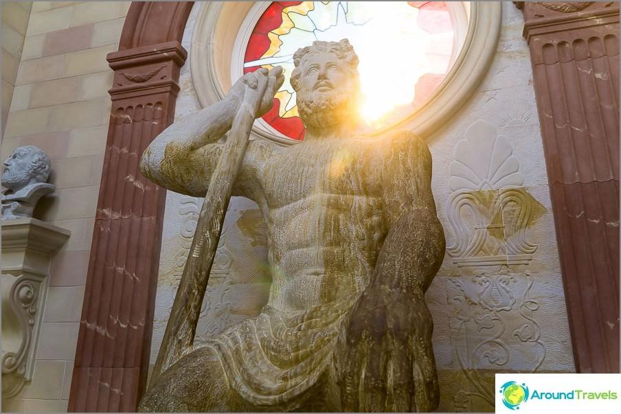 Зевс от Стария парк в Кабардинка