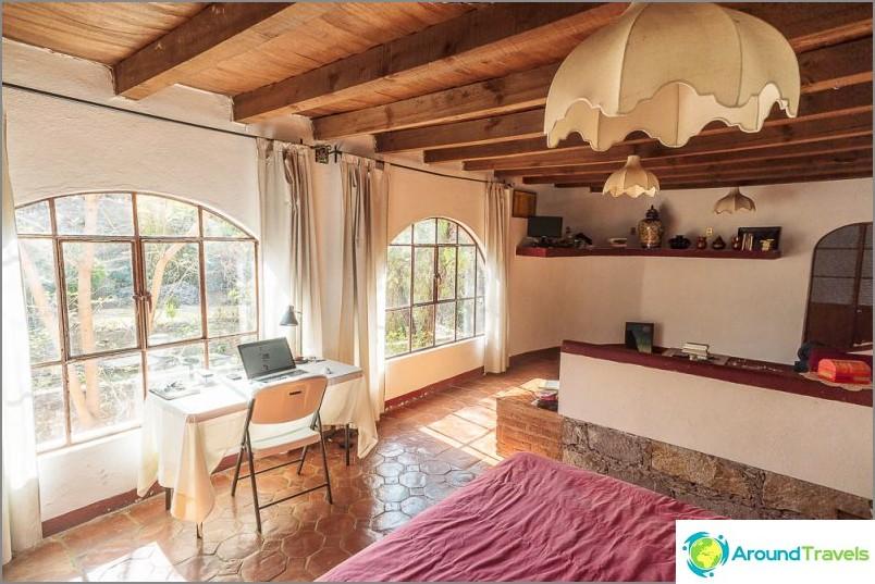 Стаята за 800 рубли на ден, в който живеехме в Гуанахуато