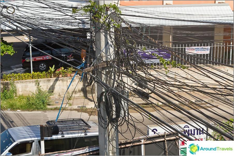 Типичен тайландски плетеница от проводници
