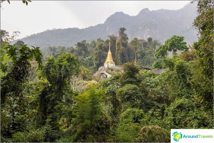 Itse asiassa temppeli on Wat Tham Pha Plong