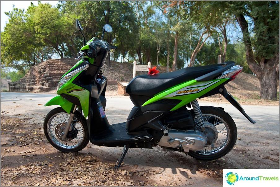 Moottoripyörä Honda Click