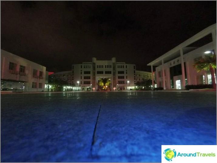 Yö lattiasta (sininen väri kameran osoittimesta)